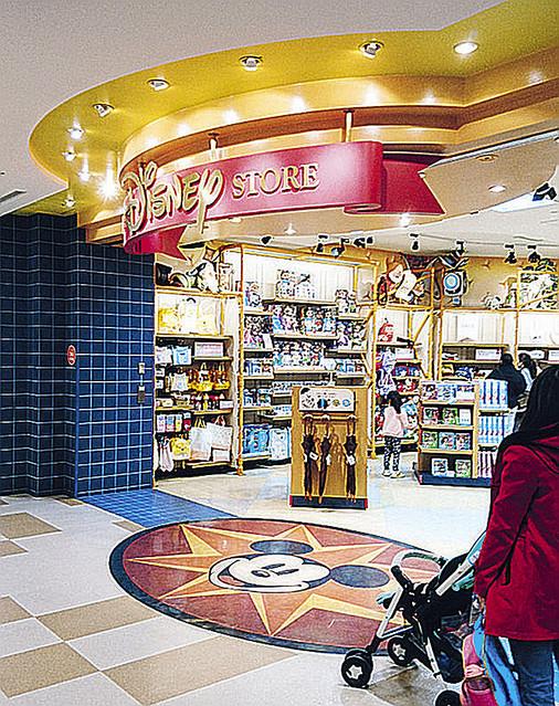 test ツイッターメディア - 5000RT:【お蔵入り】『アナと雪の女王』DVD/BD、生産・販売が中止に https://t.co/Nsxc2eqOao  ピエール瀧容疑者がオラフ役を務めていた。ディズニーストアでは商品が撤去され、今後新たな声優で再発売するとみられる。 https://t.co/tWKYXwV5vd