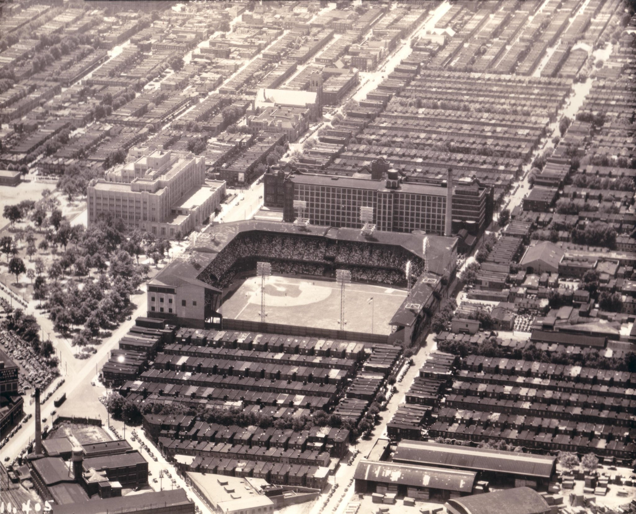 Shibe Park, Philadelphia, June 1939 - Just a month earlier light towers were installed and A's had first night game. Connie Mack had to try something different, from 1934 to 1938 his club drew an avg of 4,250 a home game as bad baseball and Great Depression was taking its toll https://t.co/zK2fXzjNi1