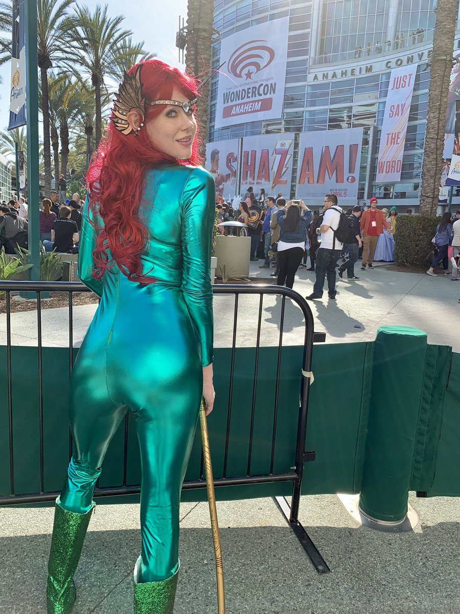 Cosplay starting to split ????. #cosplayqueen @WonderCon #mera #Aquaman https://t.co/pP8SjsU8YQ