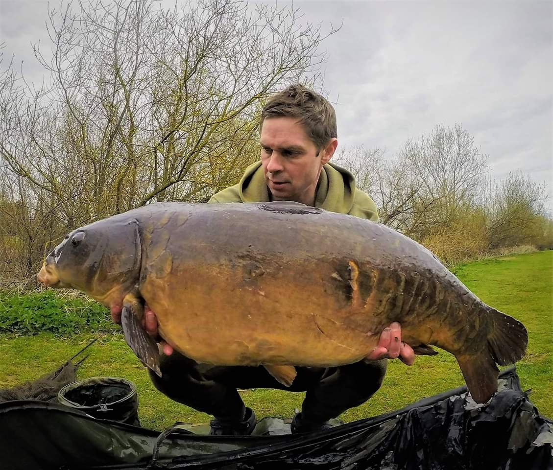 Mark Brookman with two from North House Lake over the last 24hrs #lutonanglingclub #carpfishing http