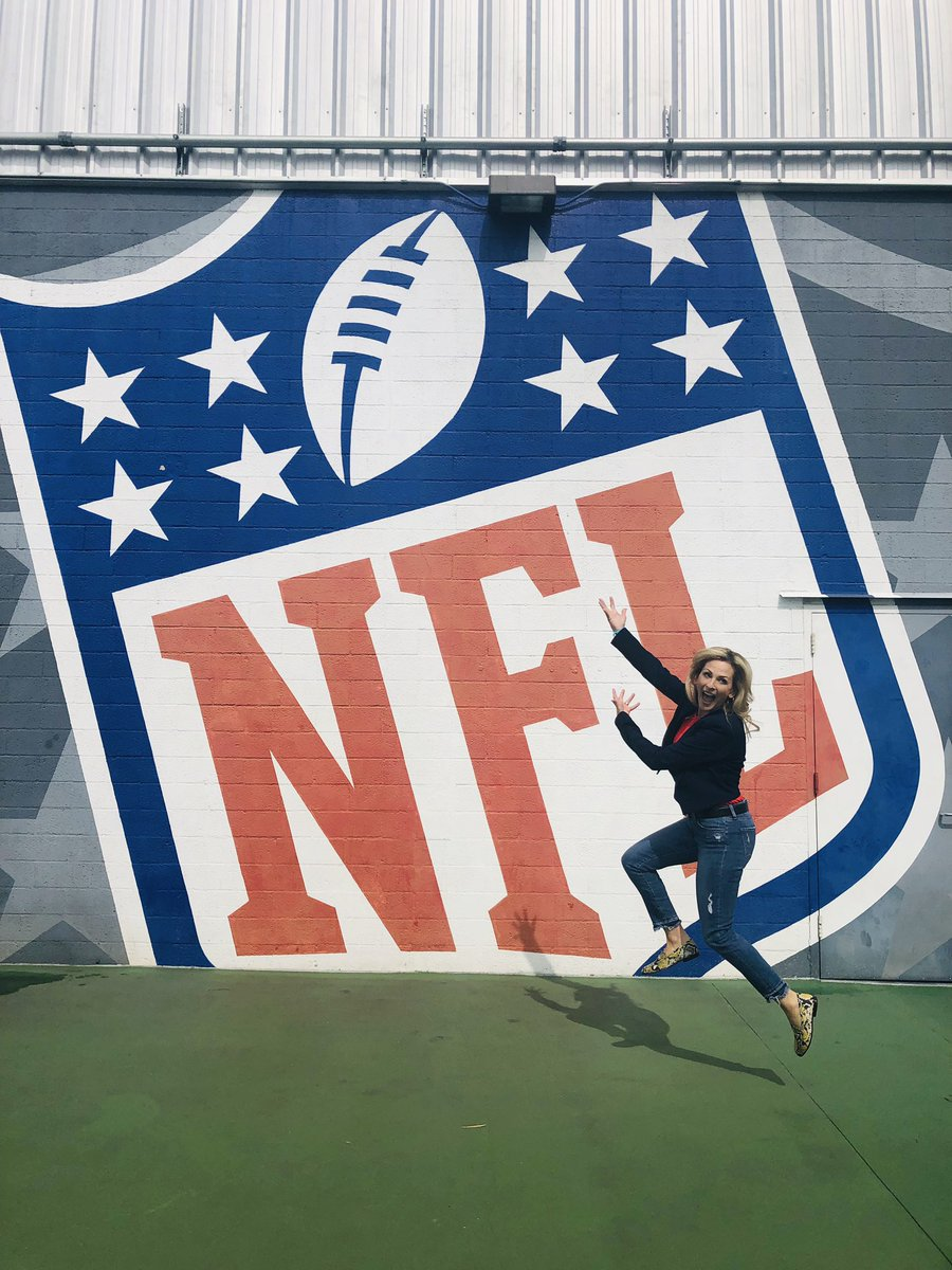 I'm in @NFL heaven spending the morning at @nflnetwork studios! https://t.co/C0Nk0fwlPF