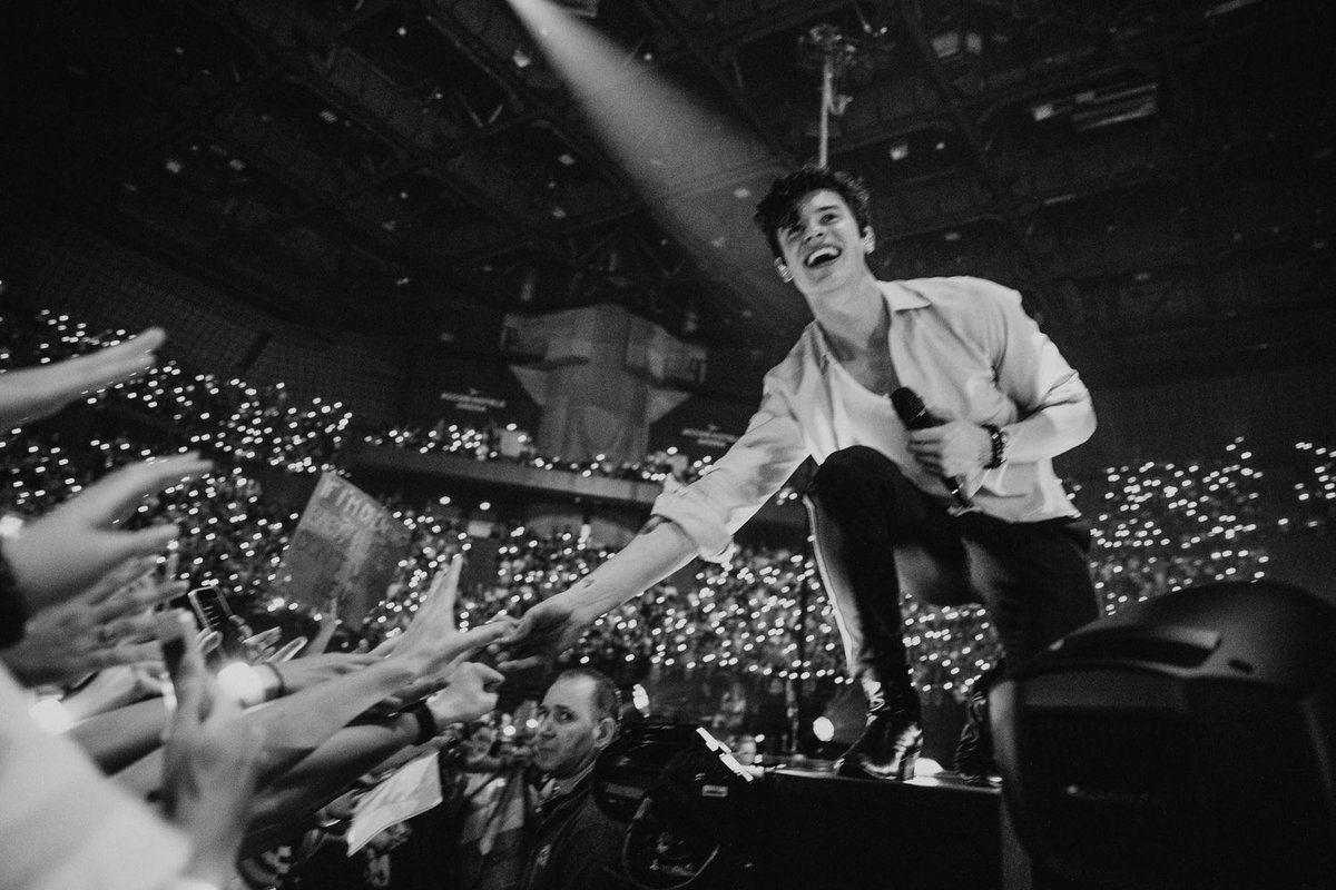 RT @ShawnMendes: Paris thank you so much. Tonight was incredible. I love you! Xx https://t.co/VRl3FULM2O