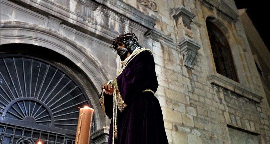 Vía Crucis con el Cristo de Medinaceli https://t.co/YWTmHUdzHz https://t.co/q8dm47ujkb