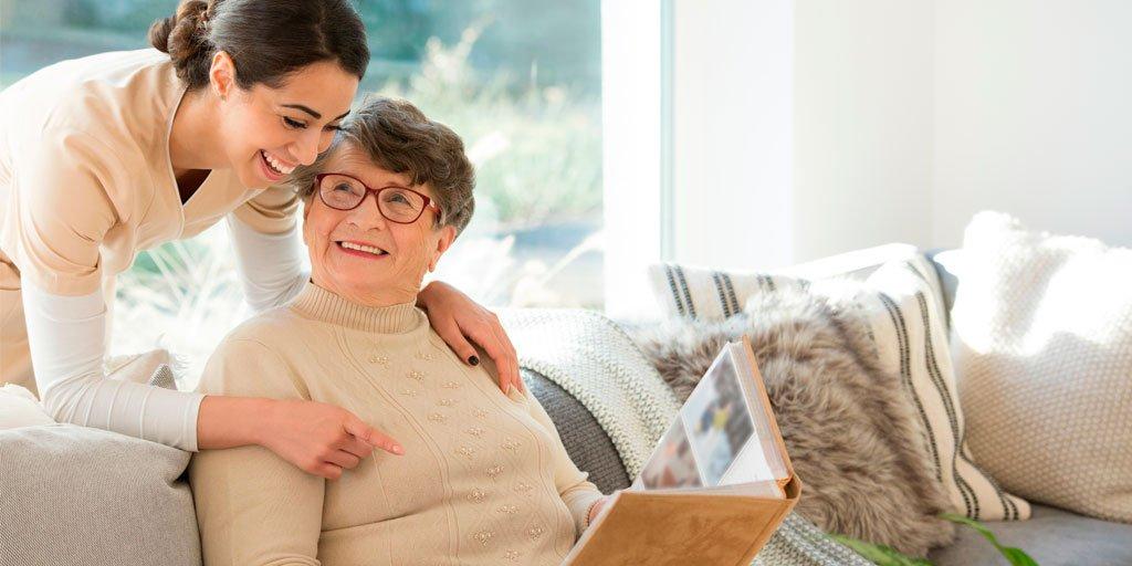 test Twitter Media - Ayudar a una persona mayor en la fase moderada de #Alzheimer:  Ayudar a recordar mediante notas o dibujos. Paciencia al escuchar y hablar con frases sencillas. Autonomía para elegir la ropa y asearse. Rutinas diarias para no sentirse tan desorientados.  https://t.co/5Vr4sQ52zu https://t.co/jtr2qnKLE8