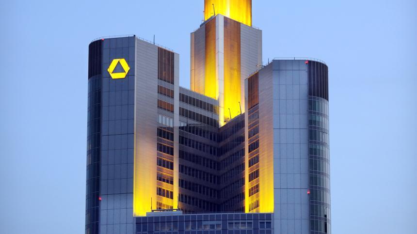 Der gelbe Regenschirm #Chemieunternehmen #Commerzbank #DeutscheBank https://t.co/j2BNcfUtq2 https://t.co/Jf9rqfyKd6