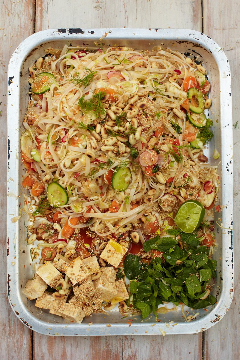 All the flavours & textures going on in this chilli tofu & noodle dish....p162 in 15 Minute Meals! https://t.co/gEdfXW9SuX