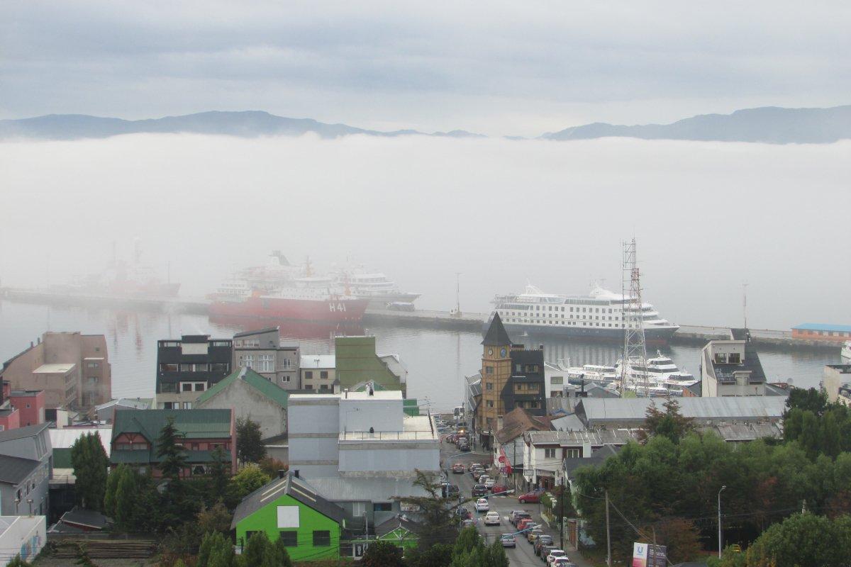 RT @TurismoTDF: Mañana de nubes bajas en Ushuaia #Ushuaia #FinDelMundo #TierraDelFuego #CorazónDeAventura https://t.co/CsGn7MNDe7