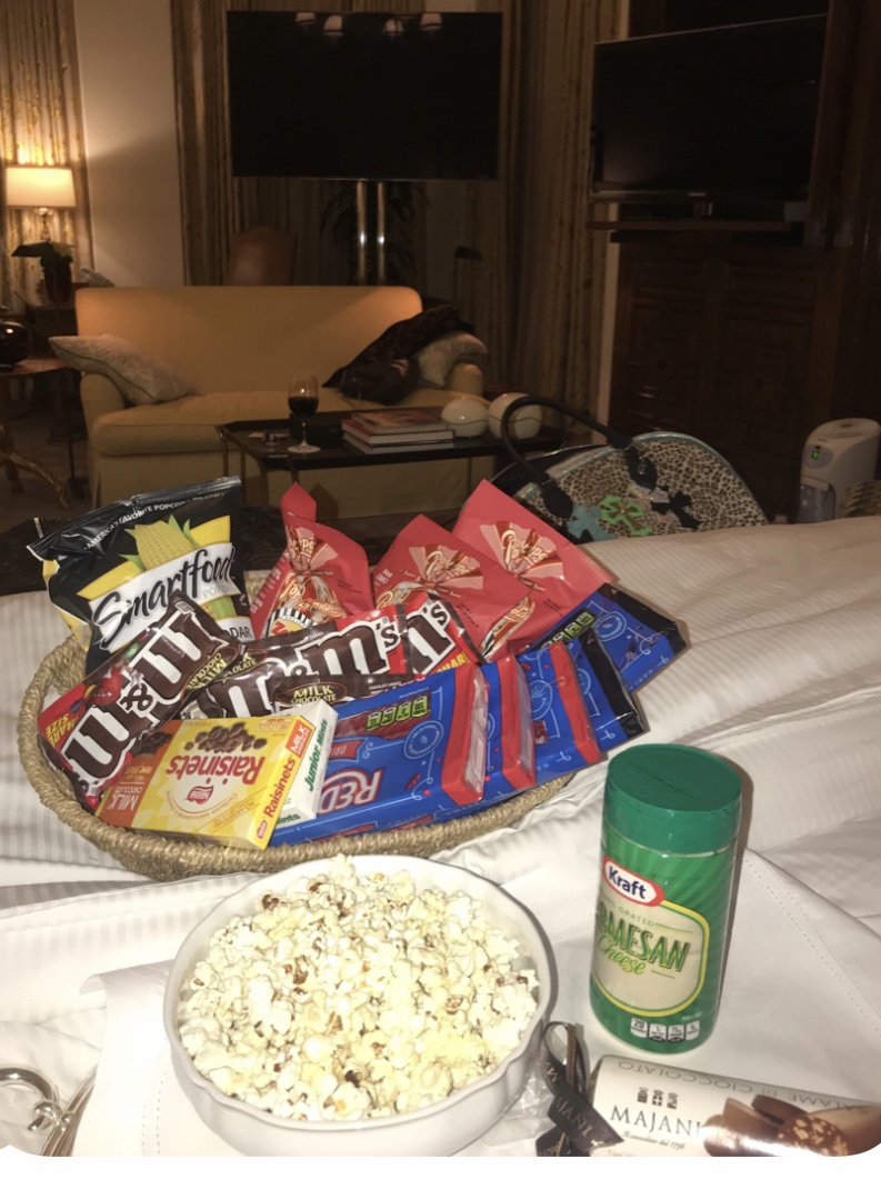 MOVIE NIGHT AT CHERS PAULI,JEN,REBECCA https://t.co/7jrlHisyeE