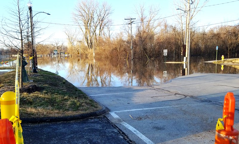 test Twitter Media - Missouri River anticipated to crest tonight through Saturday night @parkvillemo. Main Street south of English Landing Drive and McAfee Street are closed. As water rises it will begin to enter City parking lots. Businesses north and south of railroad tracks shouldn't be affected. https://t.co/lYLU7ZQm5v