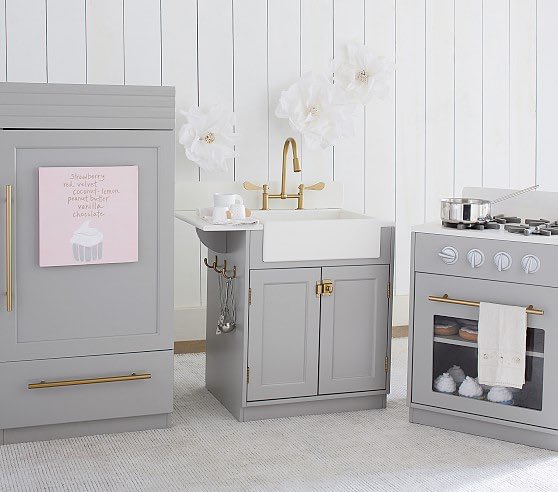 Wait How does this not come in pink anymore?? ????????????????. @PotteryBarnKids @potterybarn @OlympiaOhanian https://t.co/MPcpCxIIZ9