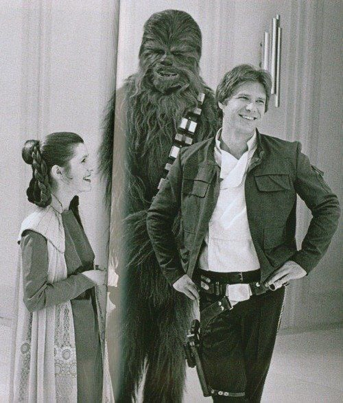 RT @sw_holocron: Carrie Fisher with Harrison Ford and Peter Mayhew on the set of The Empire Strikes Back https://t.co/mhVcyhUFpL