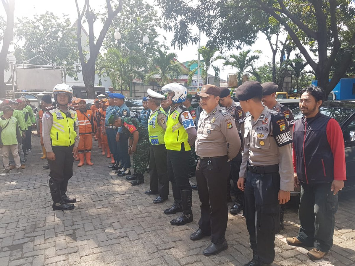 09.50 Apel Gabungan dlm rangka  Operasi Praja Peduli di kantor kecamatan koja  jakut. https://t.co/PHCubt5jVM