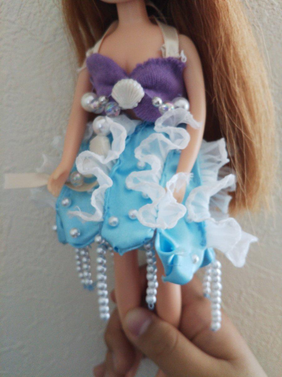 test ツイッターメディア - 娘が海月姫を見て、あのドレス素敵!クラゲドレスをリカちゃんに作るのだと、黙々と頑張って作ってた。縫い目とか粗いし、あの、あれだけど、頑張って作り上げたのすごいなあって思った。 https://t.co/T6A6y91cp1
