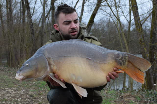 @JuvanzeLakes mirror @<b>Soniksports</b> #carpfishing #carp https://t.co/XvVxuwswBr