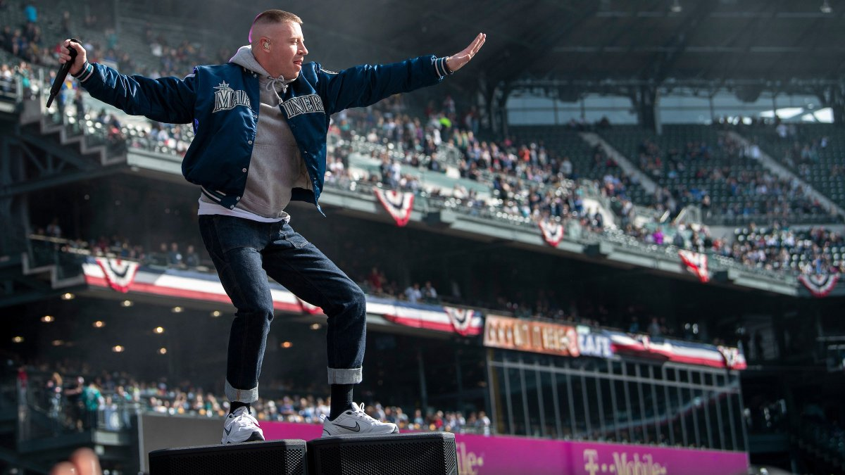 RT @TMobile: .@macklemore in the house!  Our OG @Mariners fan got the party started right at @TMobilePark. https://t.co/CyaCe6bxxs