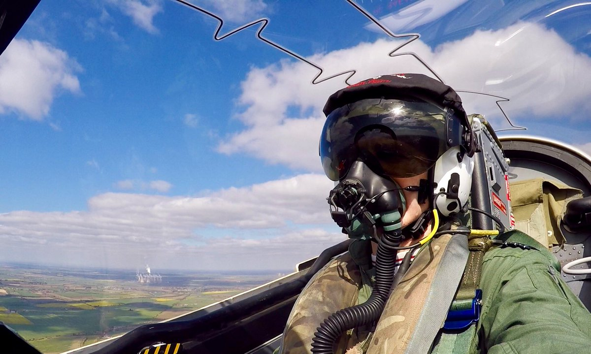 test Twitter Media - Who's the man in the seat of a @rafredarrows plane? OC RAFAT Wing Commander Andrew Keith @RAFRed1 @RAFRed2 @RedBrokenArrow @RAFRED4 @RAFRed5  @rafred7 @RAFRED8 @RAFRed09 @RAFRed10 flying over #Lincolnshire today #selfies https://t.co/trk1nmtxsh