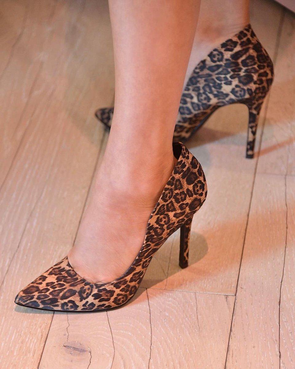 RT @FergieFootwear: ???? @Fergie wears ACAPELLA @FamousFootwear #pumps #fergiefootwear  https://t.co/pIEaCdO7jE https://t.co/k6p5AUcGbd