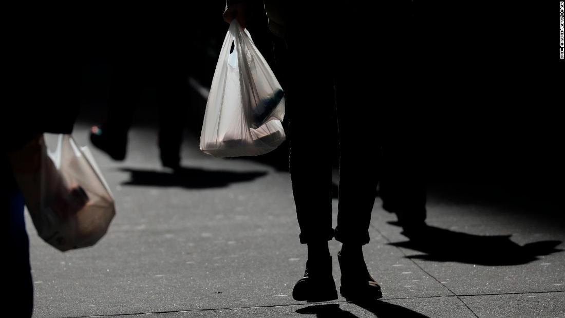 RT @CNN: New York is expected to become the second state to ban single-use plastic bags https://t.co/Cc3ShjGSy7 https://t.co/s1ZKVJwJQi