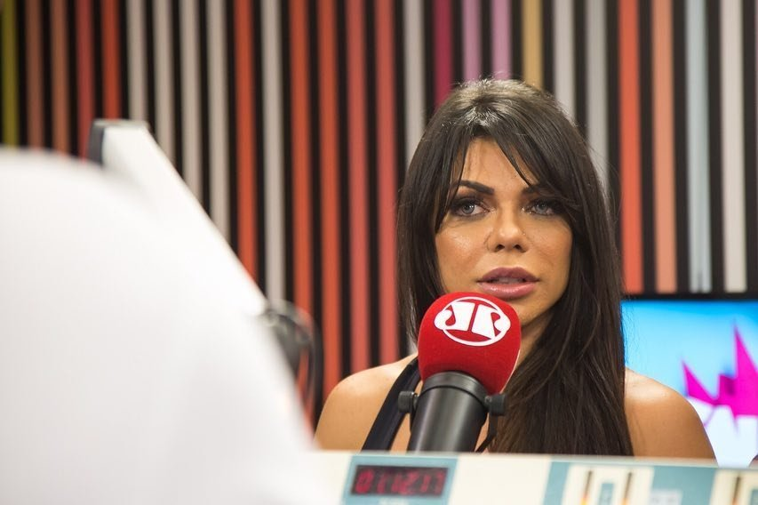 Um pouquinho da entrevista hoje no @programapanico na @radiojovempan!  #SuzyCortezNoPânico https://t.co/09BziAkXTX