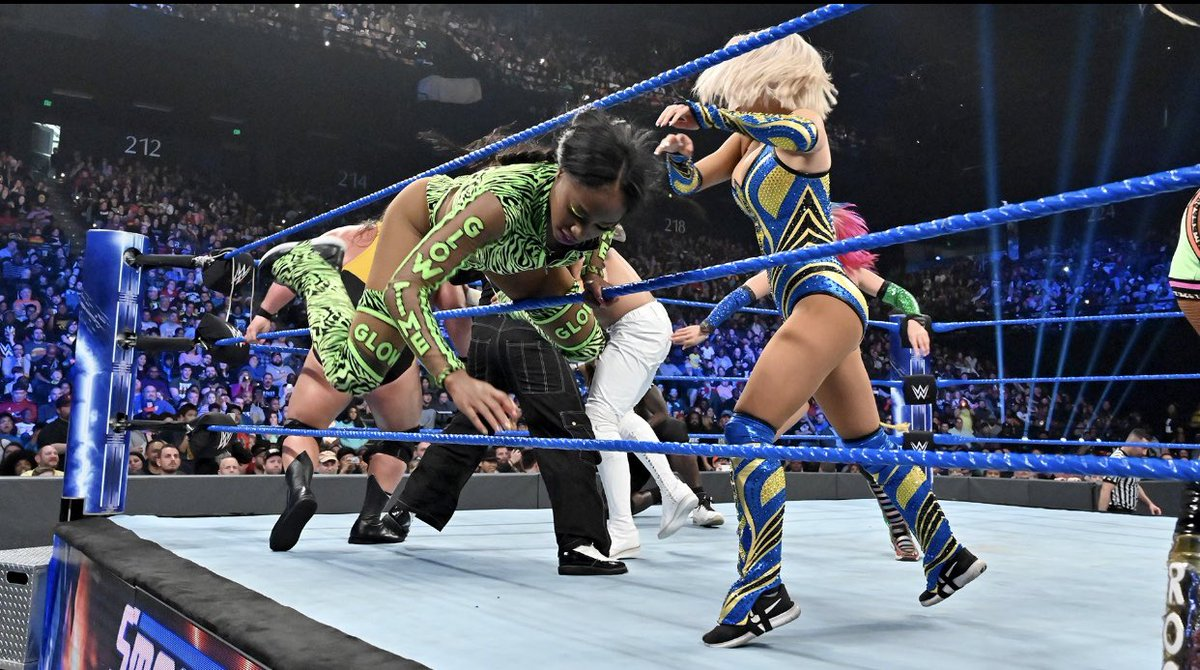 RT @NaomiWWE: You threw me by my pigtails like you miss Trunchbull this y I can't deal with you @LanaWWE https://t.co/VOKPaDuCGN
