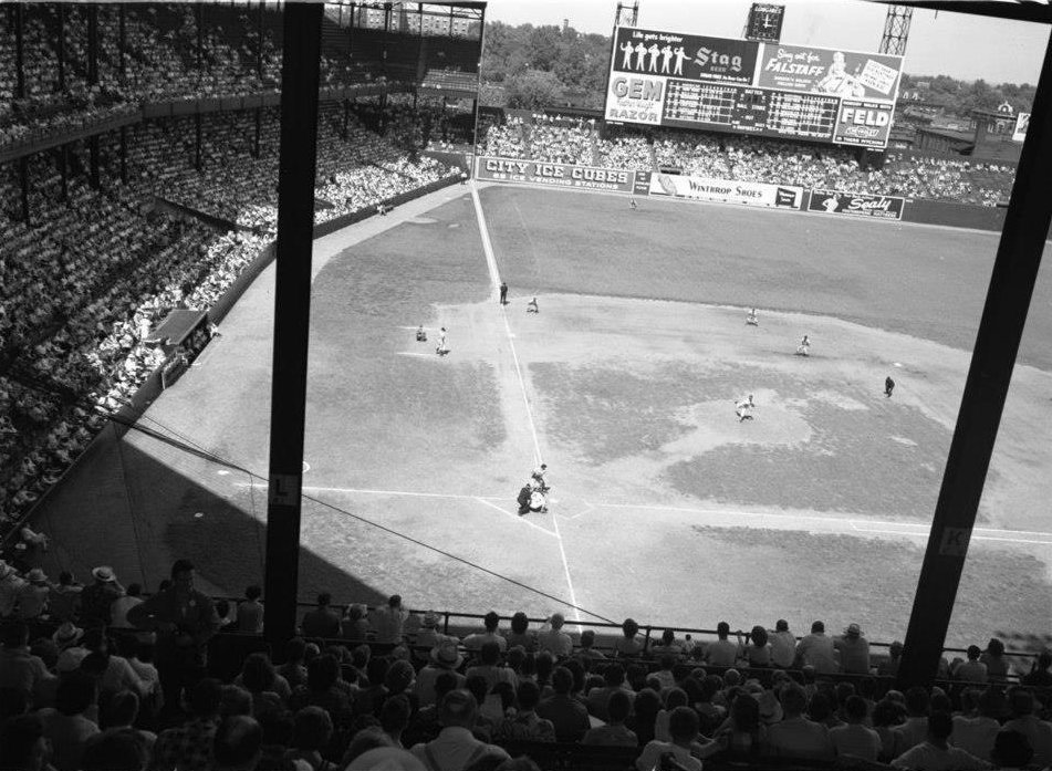 Sportsman's Park, St Louis, ca 1950 - For 33 years this ballpark was home to two Major League teams (Cardinals & Browns) and this images shows the wear and tear its infield grass endured. During the time, 1920 to 1953, its a safe guess Sportsman's Park hosted over 5,000 MLB games https://t.co/CIfm1wSBuP