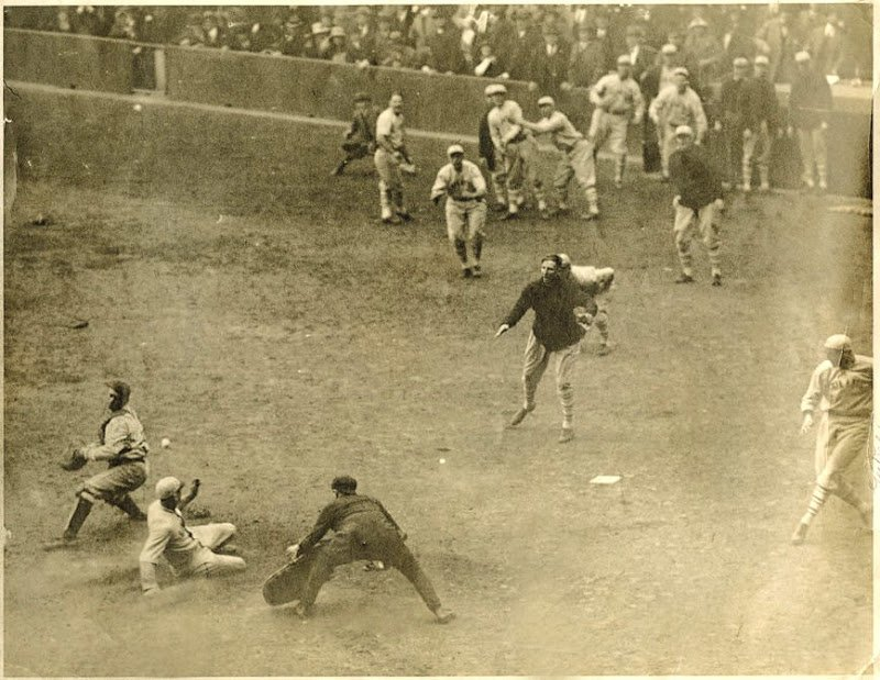 Here is Caseu Stengel's HR, Yankee Stadium 192.  Just a superb picture.  Teammates looking on, umpire is such a great position to watch it all unfold.  You see the ball in mid-air.  This is baseball to me.  #MLB https://t.co/uWCxAgOtVb