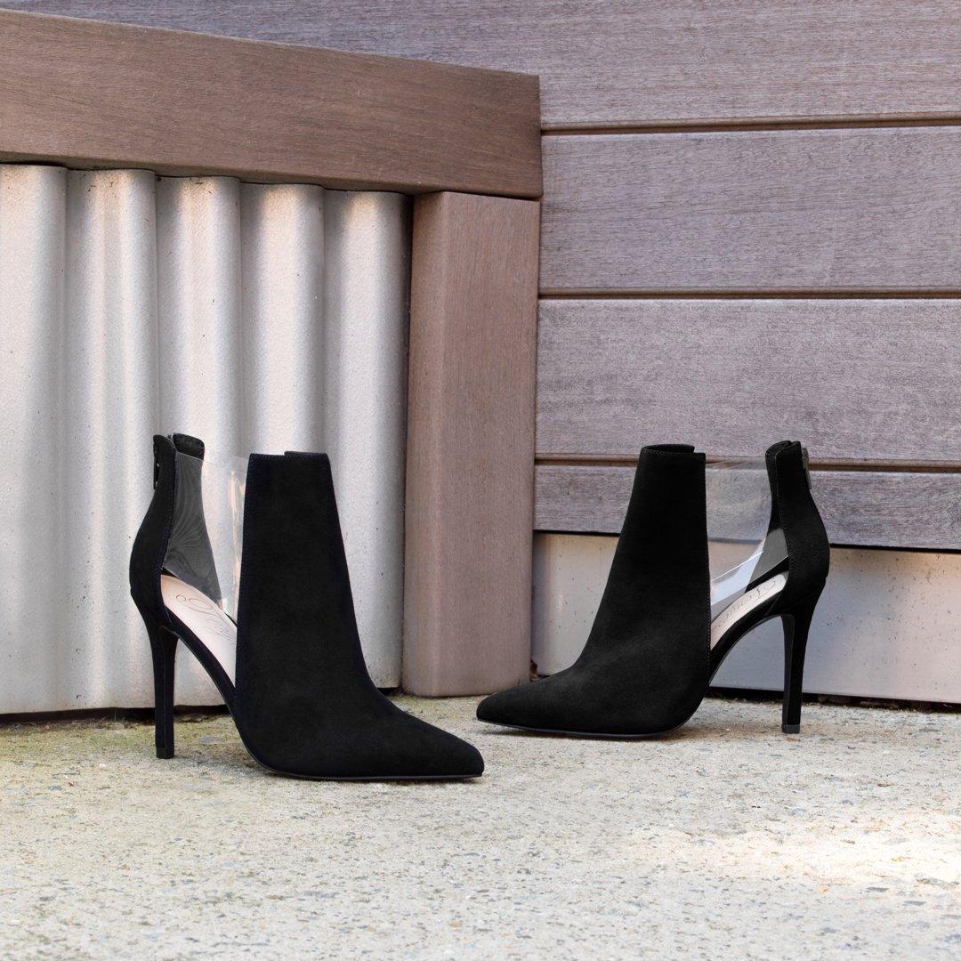 RT @FergieFootwear: Timeless booties ???? ARIE @FamousFootwear #fergiefootwear   https://t.co/cx7JslXRWy https://t.co/AcWL3Zfbyj