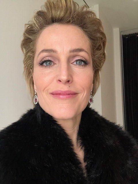 2019 @OlivierAwards  Hair: @nickirwinhair  Makeup: @makeupbymarco  Jewelry: @AspreyLondon  Coat: @JaegerOfficial https://t.co/DmKIgh1hak