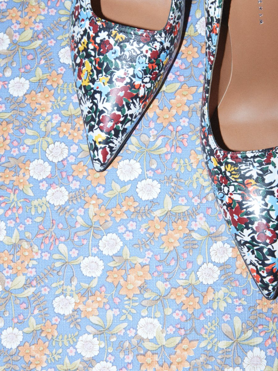 My Dorothy pumps in the floral print of the season. Discover #VBSS19 https://t.co/d5ZMGqIlL3 x VB https://t.co/WVsA4kApKO