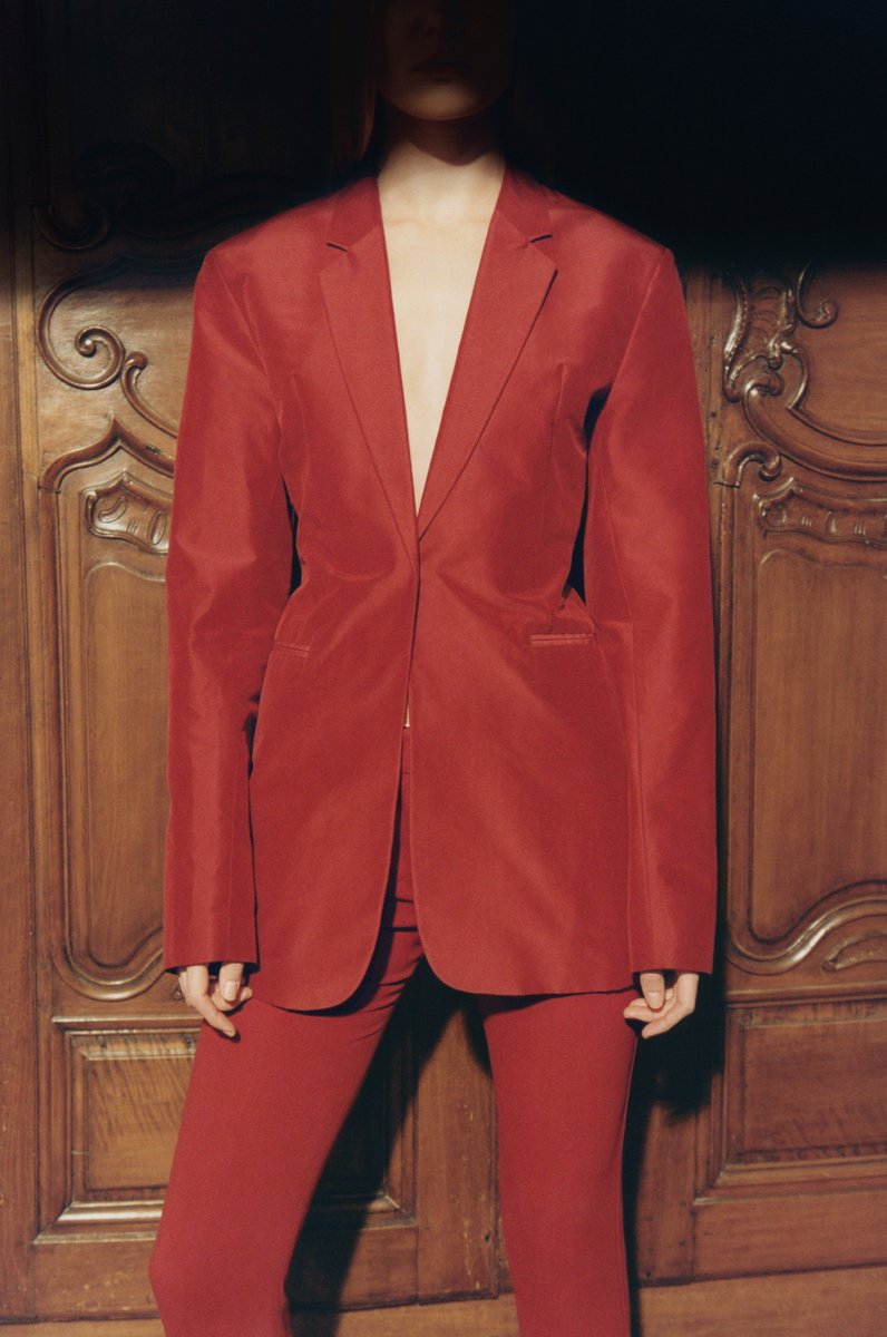 Scarlet separates provide a confident pop. Explore #VBSS19 at https://t.co/d5ZMGqqKmt x VB https://t.co/CWCTyz1sj8