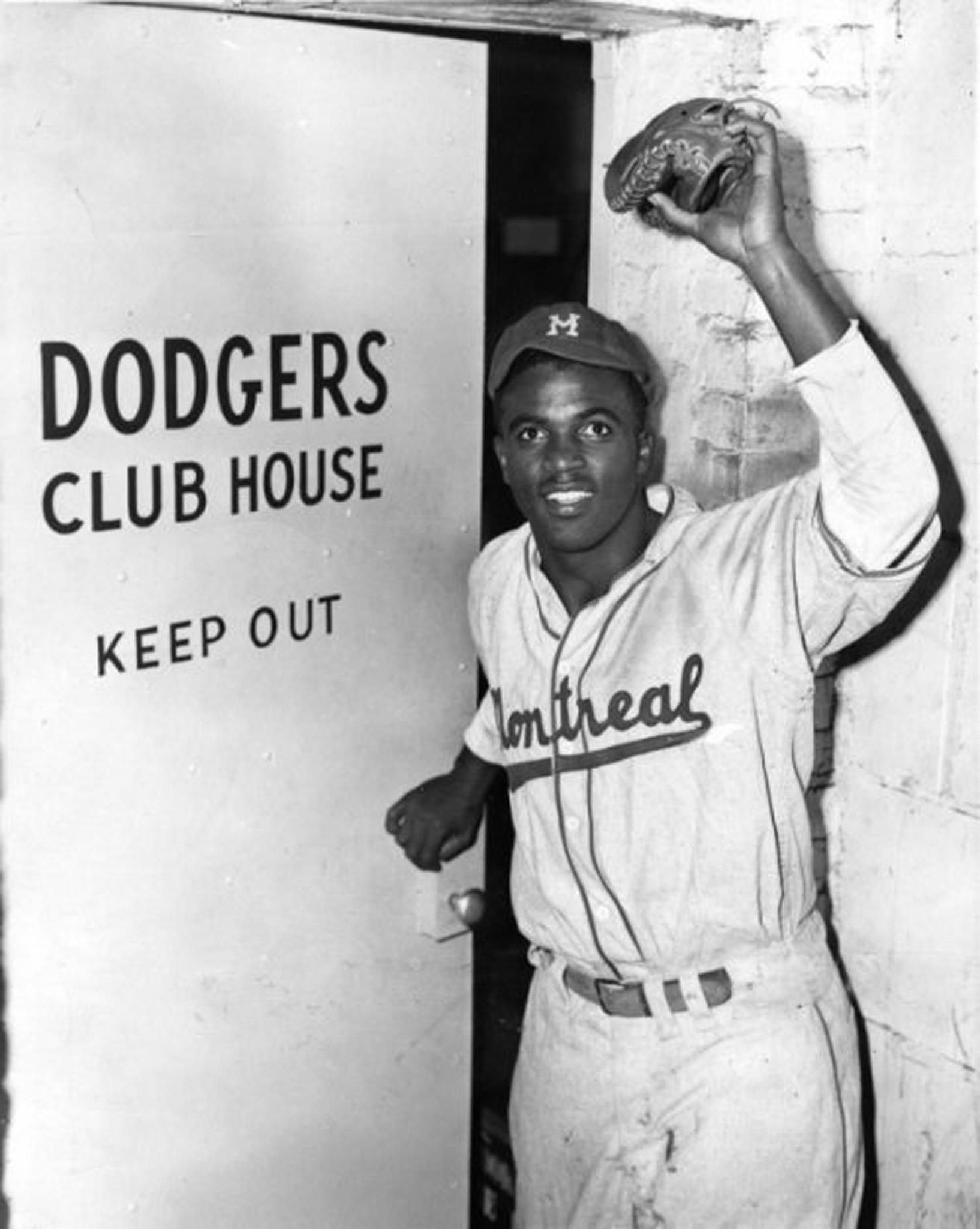 #OTD in 1947 at Ebbets Field during an exhibition game between Dodgers and their farm team the Montreal Royals, GM Branch Rickey issues statement that the club has bought the contract of Jackie Robinson from Royals. Here, Jackie enters clubhouse for 1st time as a Dodger @nlbmprez https://t.co/ZR7kLrFqd5