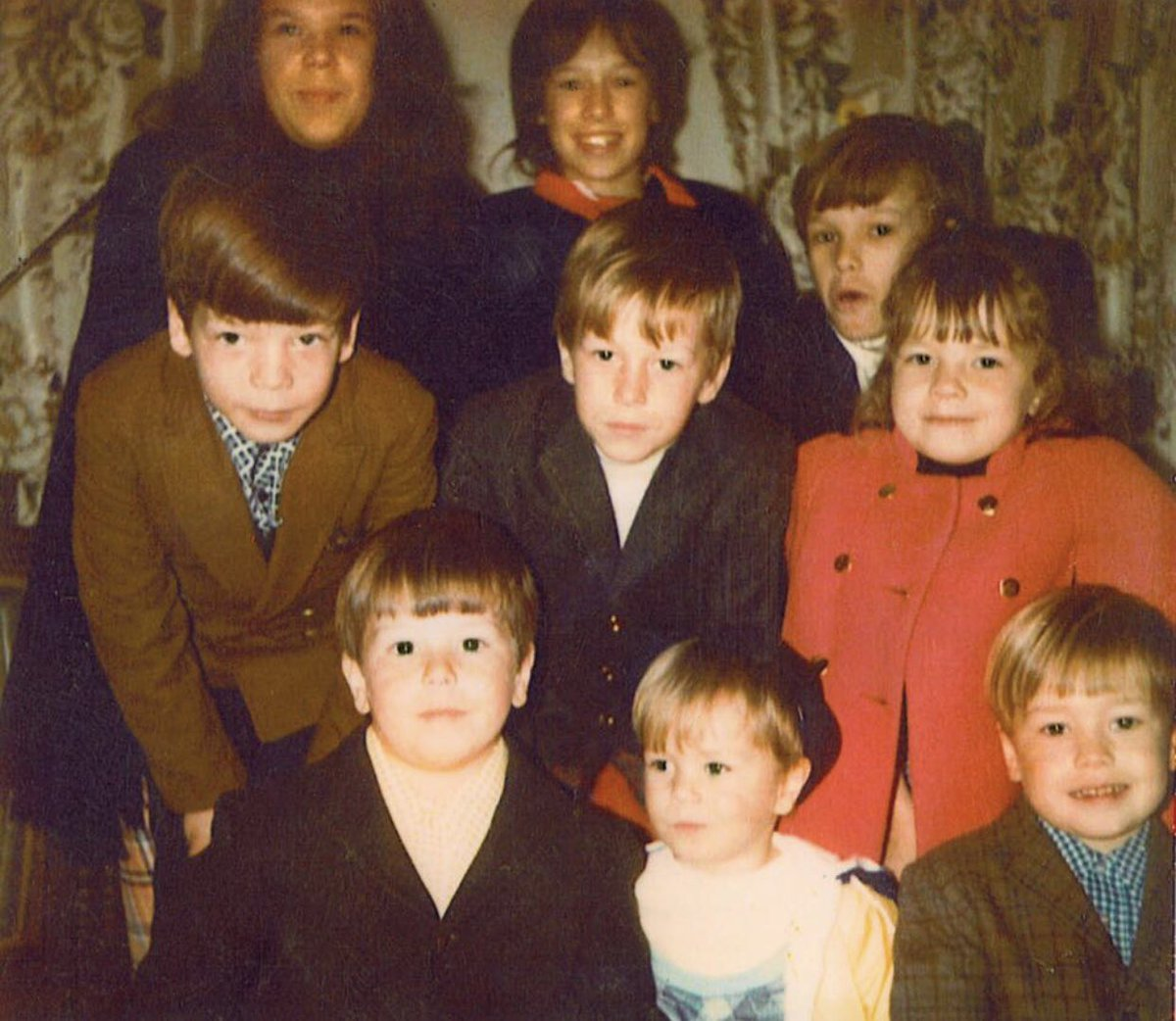 Happy #NationalSiblingsDay — a rare photo of all nine of us (I'm the youngest.) How many siblings do you have? https://t.co/S5wVzfogOO