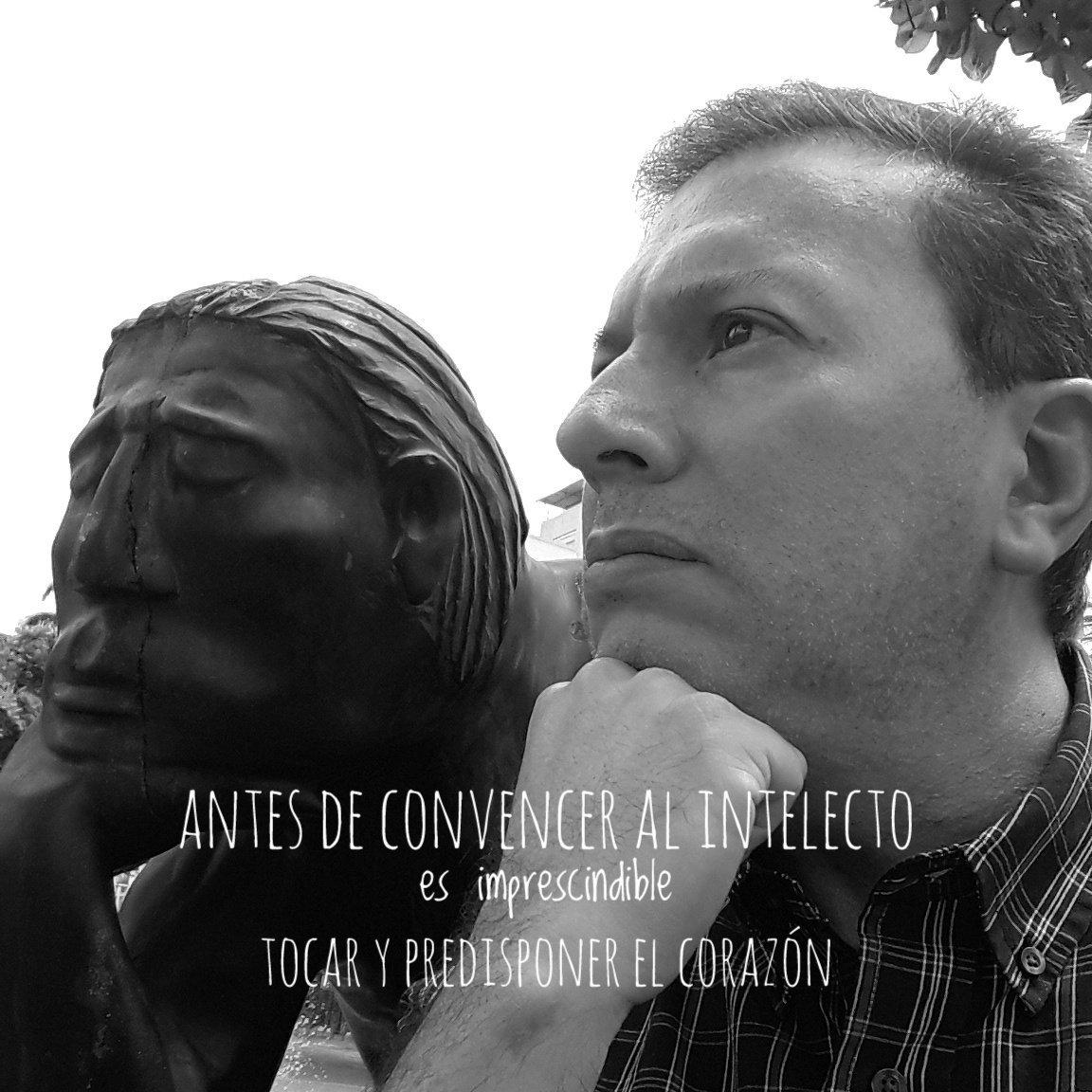 """""""Antes de convencer al intelecto, es imprescindible tocar y predisponer el corazón"""" Blaise Pascal #FraseDelDía #Reflexiones https://t.co/MrPMiVw9C4"""
