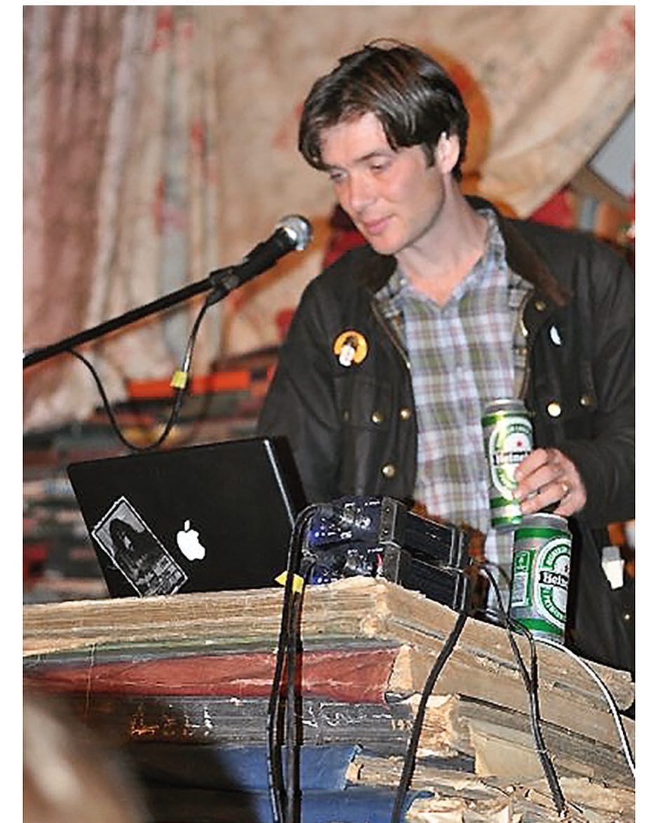 """test Twitter Media - #CillianMurphy Dj'ing👀👀a Frank Zappa sticker on his laptop the inspiration for his old band """"Sons of Mr Green Genes""""❤️ https://t.co/4N5DoffXQ7"""