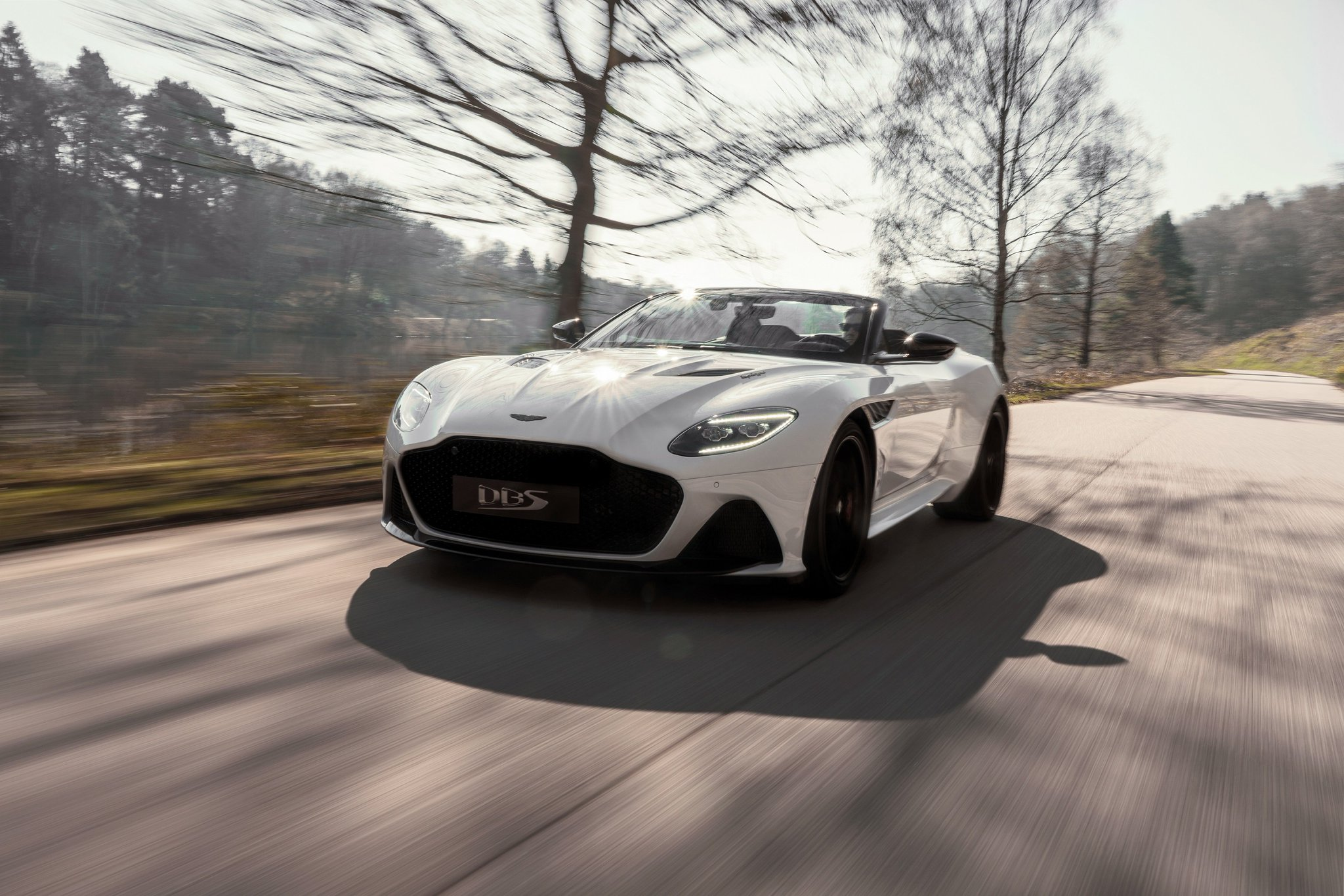 Introducing Aston Martin DBS Superleggera Volante, our fastest and ultimate open-top driving experience. All the evocative talent of DBS Superleggera, blended with class-leading convertible technology.  #AstonMartin #DBSSuperleggera #Volante https://t.co/MP0CUnbNTJ