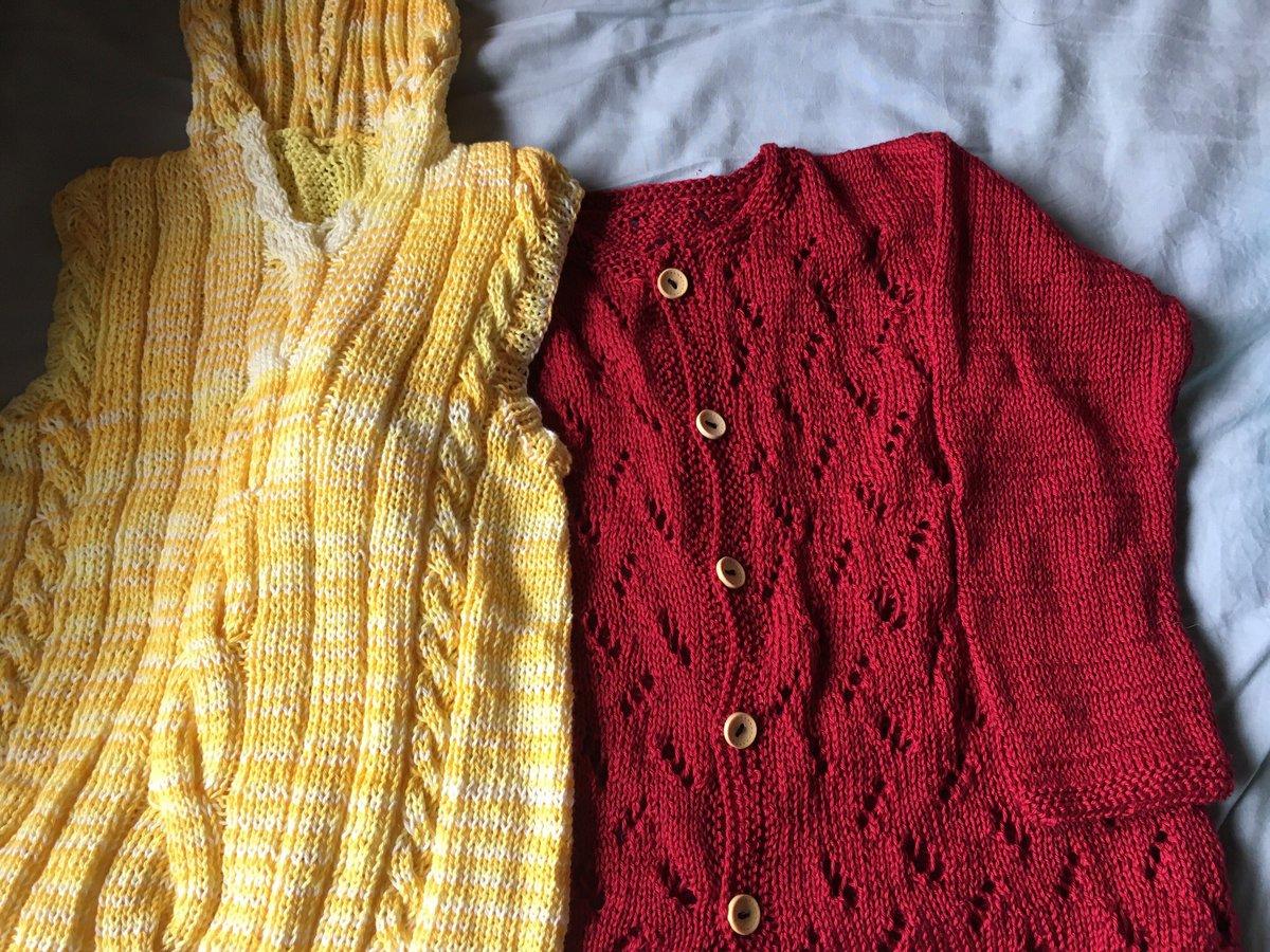 test ツイッターメディア - 編むのは好きだけど、お裁縫が苦手すぎて、ボタン付けが溜まる。 コットンの赤いワンピースが意外と可愛くて、姉妹用に2枚お揃いで編んだ。 気に入ってくれるかしら。 https://t.co/a8U9pmA4lZ