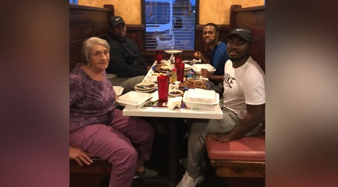 test Twitter Media - Alabama men notice woman eating alone, invite her to join them in touching act of kindness https://t.co/bCAXvHfQUz https://t.co/uih40vxarr