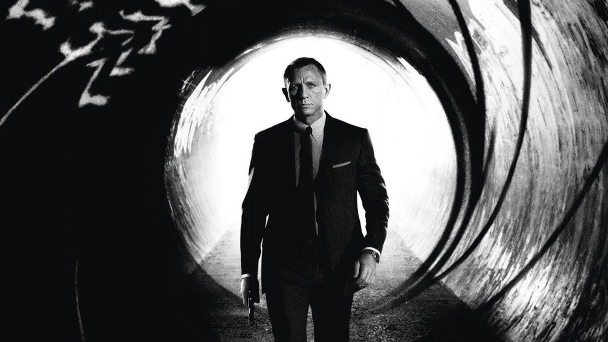 It seems we'll be getting our first look at Bond 25 tomorrow. https://t.co/GBD37ZGZ4A https://t.co/ayIkllva8N