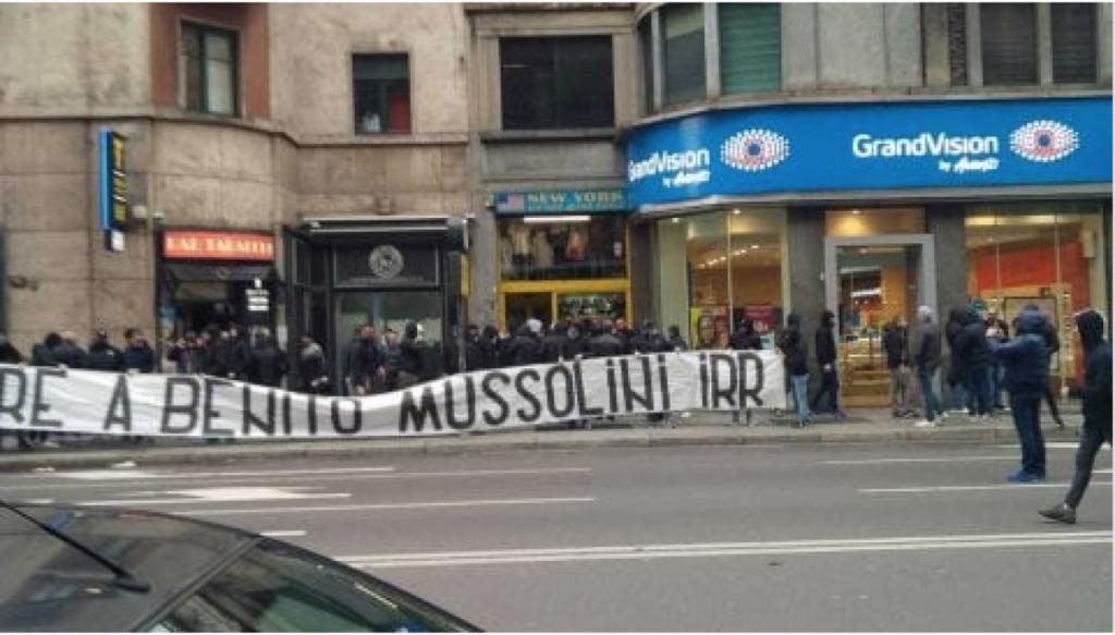 Onore a Benito Mussolini