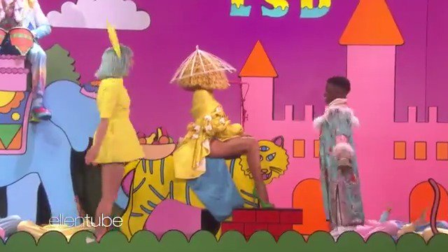 RT @TheEllenShow: #LSD (@Labrinth, @Sia and @diplo) is SDG (so dang good). https://t.co/eLcisPL2pd
