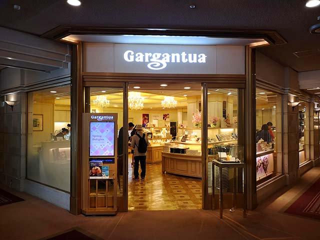 test ツイッターメディア - 帝国ホテル内にあるショップ「ガルガンチュワ」の「クラシックショコラ」です。フランス産のチョコレートを使用した甘さ控えめの濃厚でしっとりとしたケーキです。さすが帝国ホテル製だけあって、格調高い上品な大人の味わいです。 #帝国ホテル #ガルガンチュワ #クラシックショコラ #千代田グルメ遺産 https://t.co/5wivNd9PSM