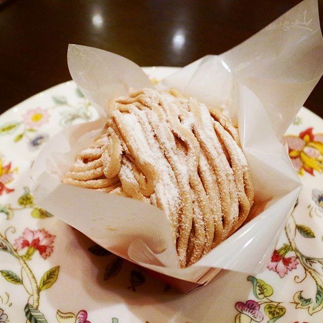 test ツイッターメディア - この #モンブラン 、台がマドレーヌっぽい焼き菓子なのも案外良い。 #モンブランケーキ #大阪スイーツ #ロンドンティールーム堂島本店 https://t.co/O4nurbXzOV