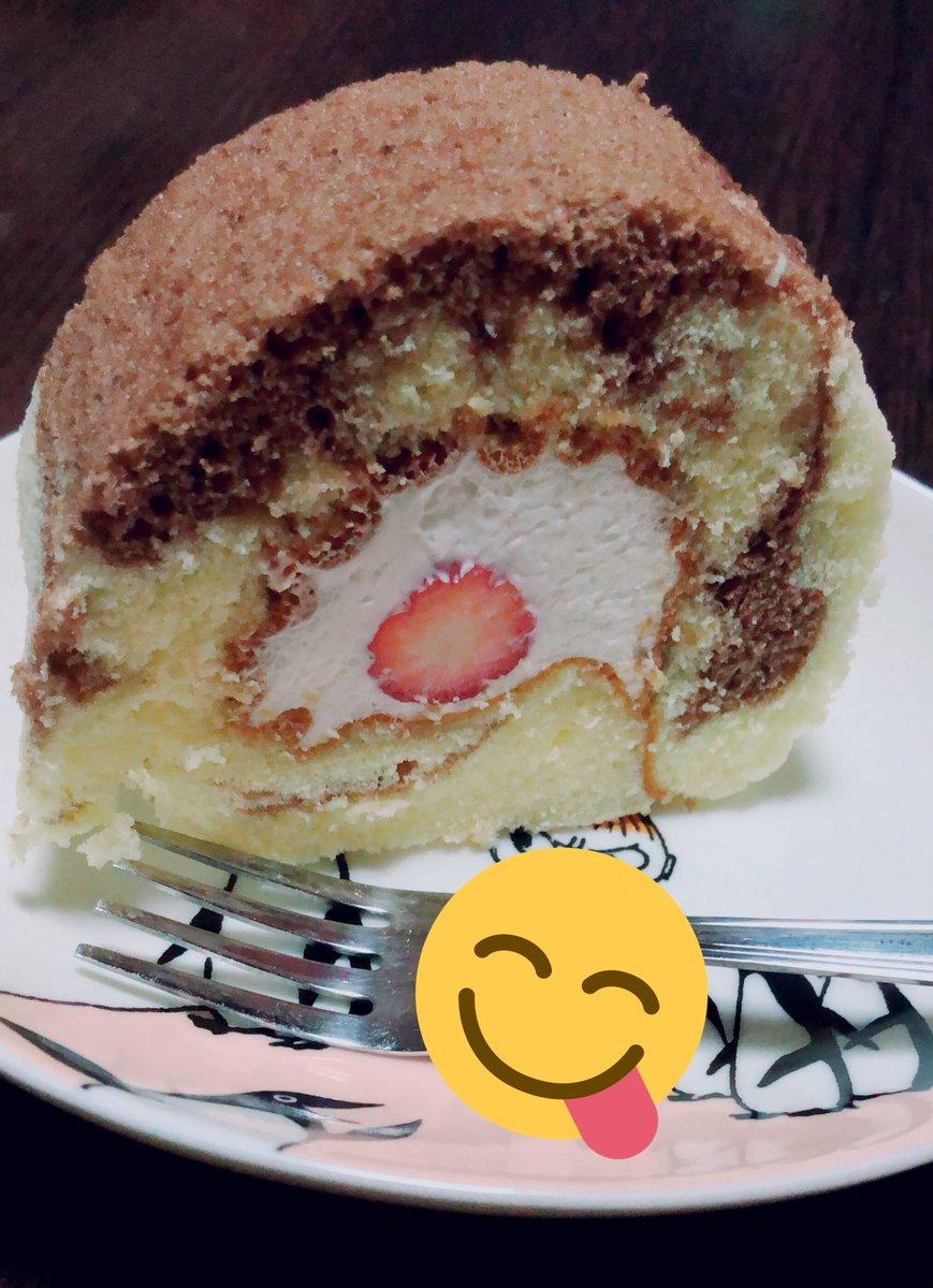 test ツイッターメディア - 旦那さまが仕事おわりに買ってきてくれた💓梶原製菓さんのいちごの生ロール🍓めっちゃ美味しかった😋💕 https://t.co/XeYrQBFaus