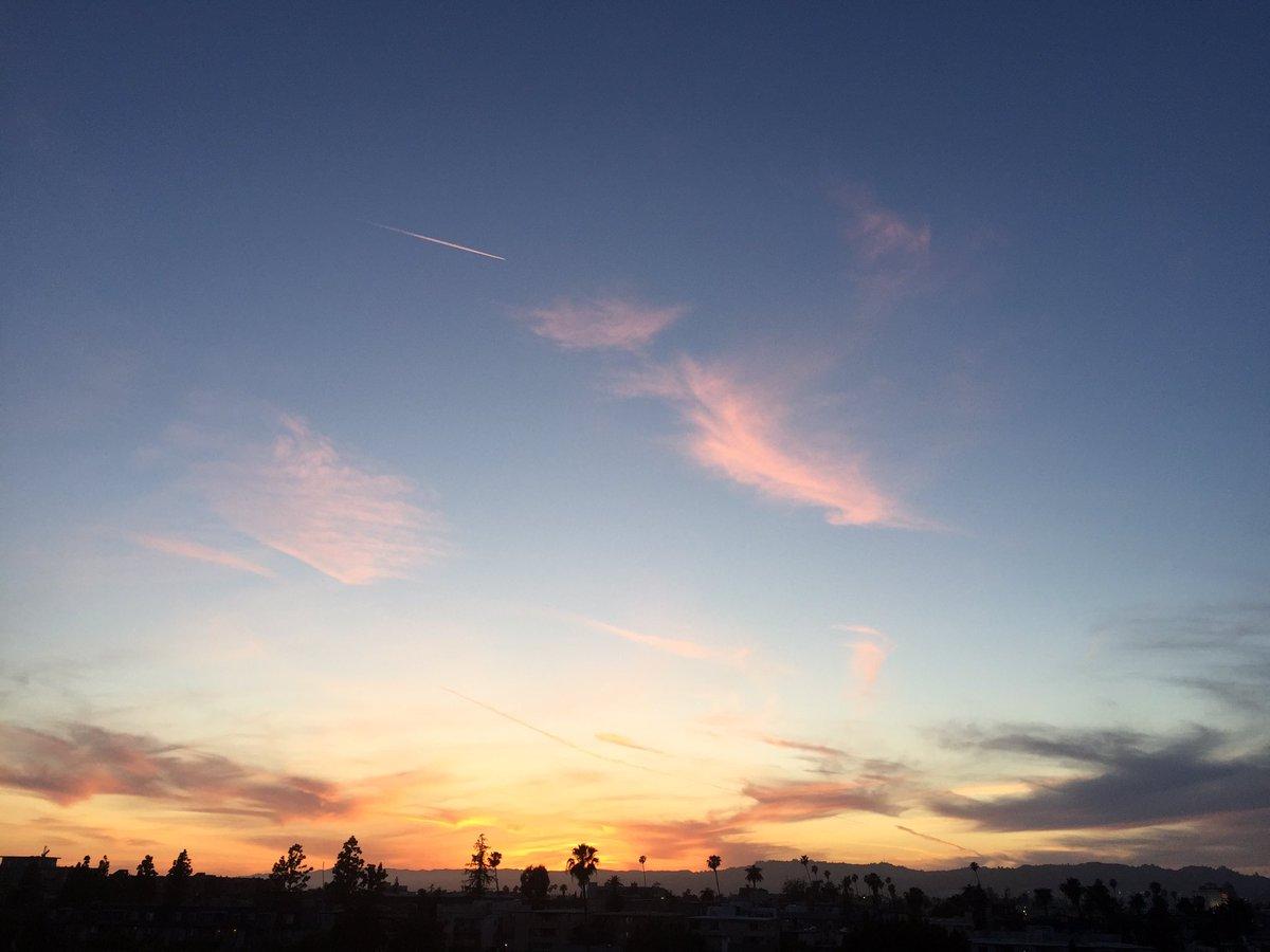 RT @Jen77_r: #aftersunset #sunsetcolors #landscape #beauty #jenskylover #jenr7pics https://t.co/4EDfUp1uIO