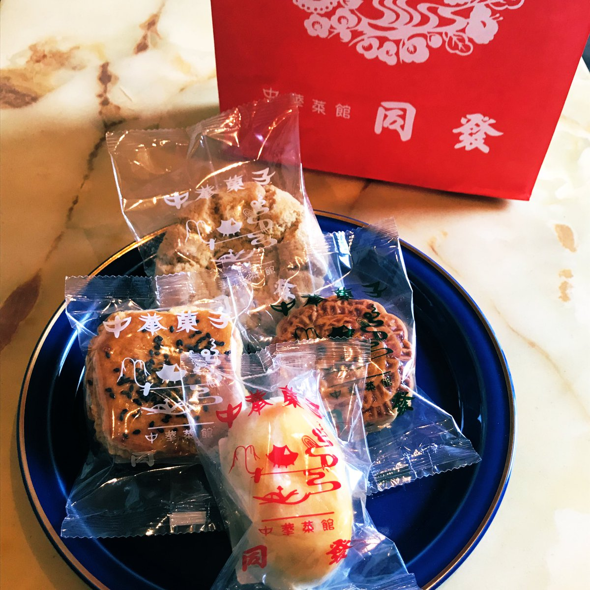 test ツイッターメディア - 昨日のお土産。馬車道十番館のマドレーヌと同發の中華菓子。 https://t.co/IFqAhjdEOT