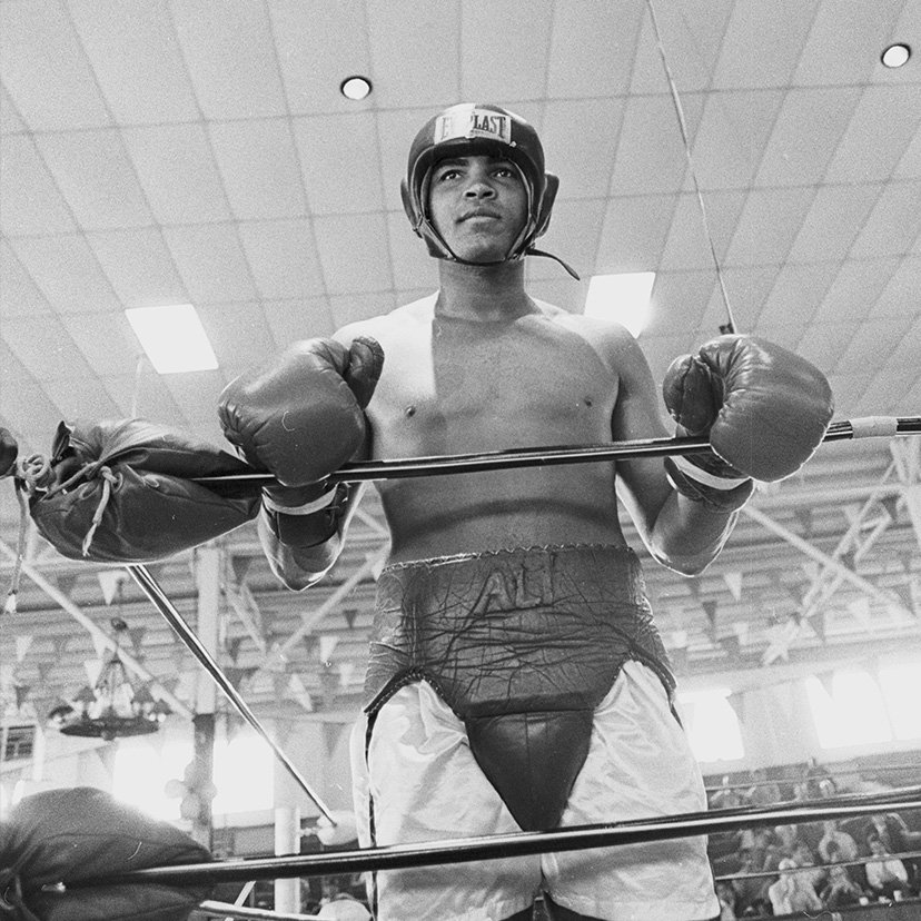 Back in the ring and hungry. #Ali #GOAT https://t.co/dFnmhEz61u