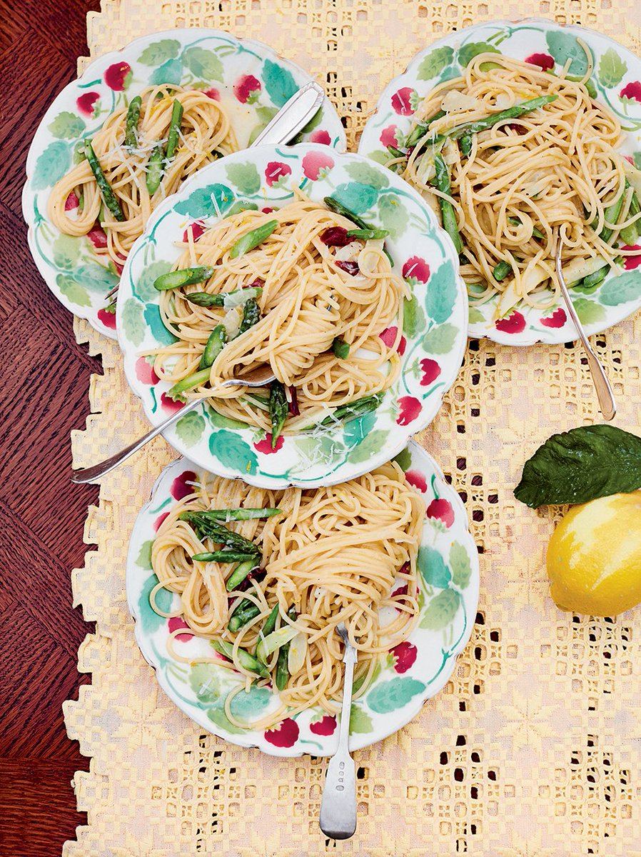 First up, asparagus linguine. A #JamieCooksItaly #MeatFreeMonday special! You'll love it! https://t.co/aD18IwLOfT https://t.co/OXWZNrPJEb
