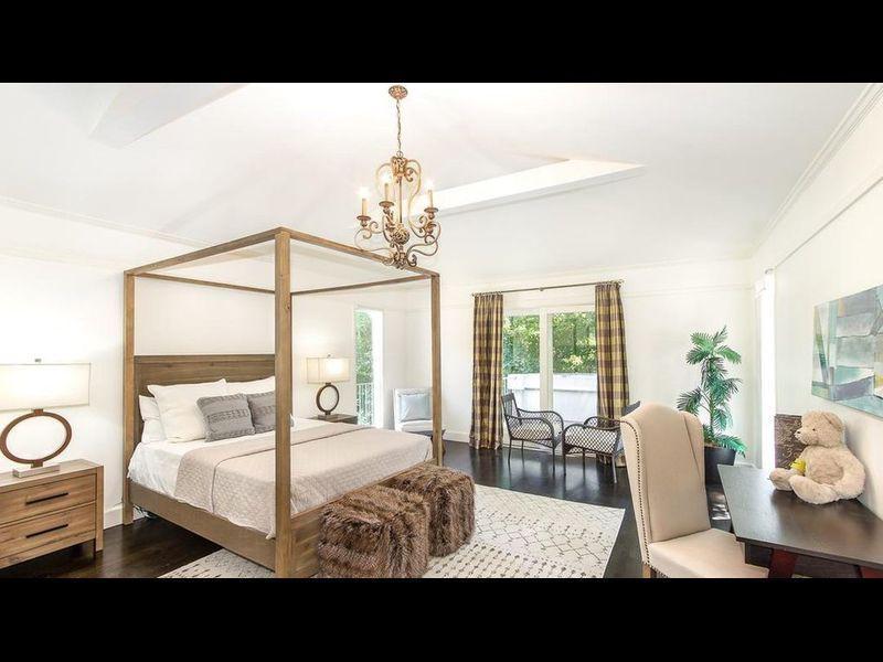RT @thisis50: Serena Williams sells Bel Air mansion for $8.1M(Gallery) https://t.co/3A9z53DTDD https://t.co/1v1Sl6bfXn