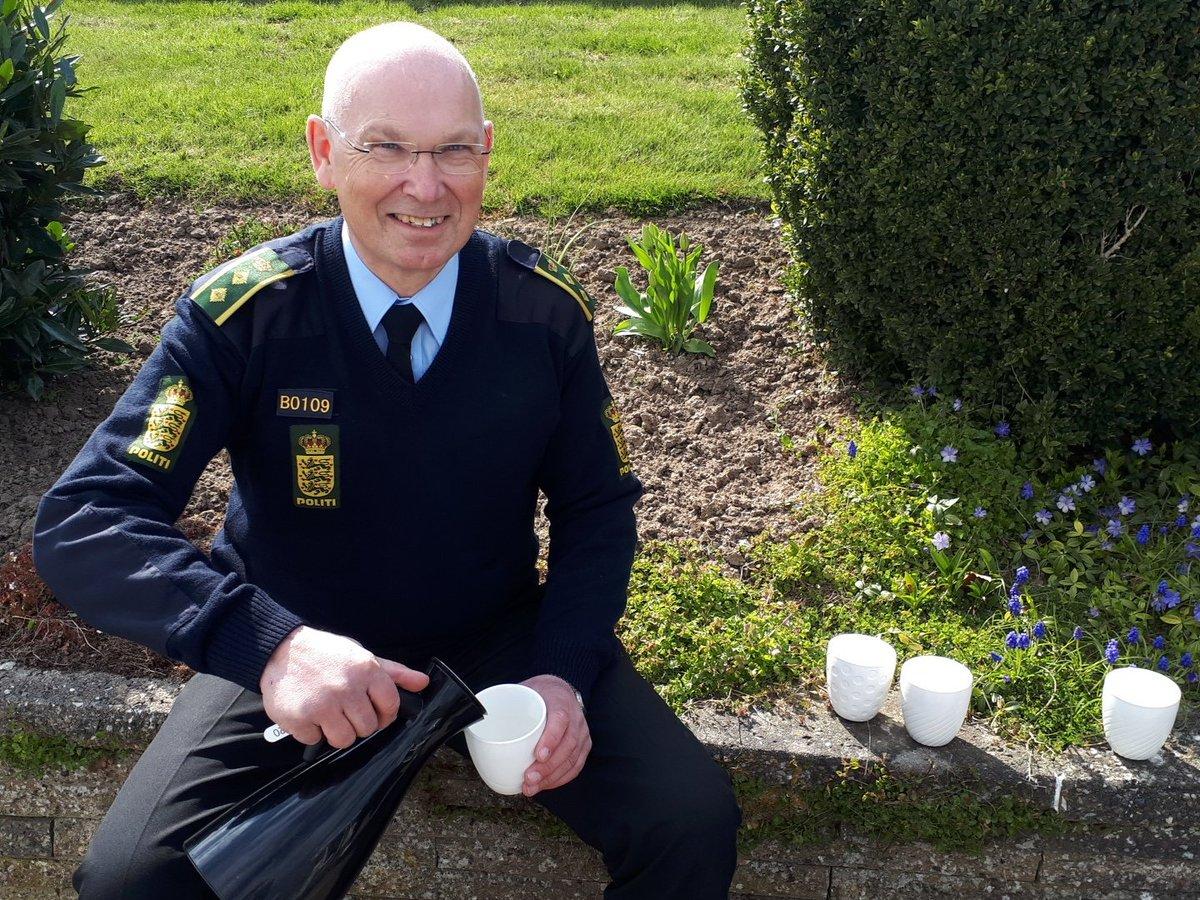 Hvad byder aktive nabohjælpere politiet på? Kaffe og godt selskab #politidk https://t.co/pVQprU9sr7