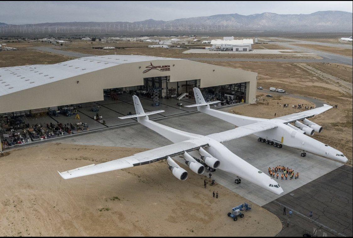 test ツイッターメディア - 世界最大の輸送機が飛んだらしいとラジオで聞いて、言うてもそんなにデカくないでしょーーって思って画像検索してみたら。デカーーーーーーww https://t.co/g6ShCRKlBs